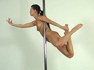 Hot pole dance diana cu de melancia